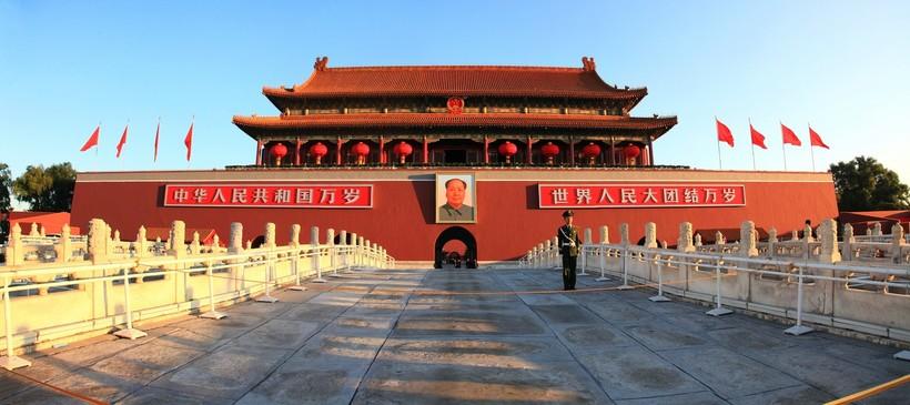 Ворота Тяньаньмэнь с портретом Мао