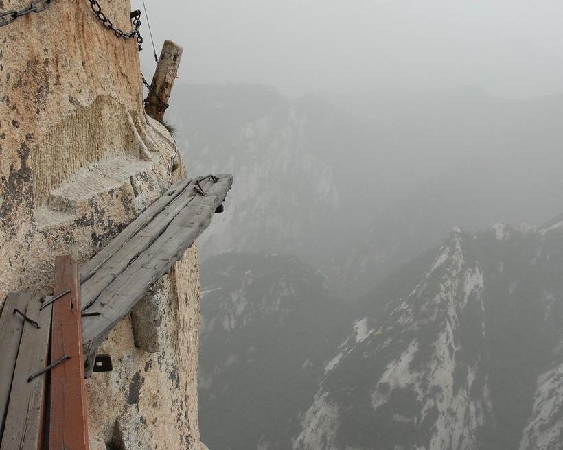 16 фото самой жуткой и опасной дороги на планете
