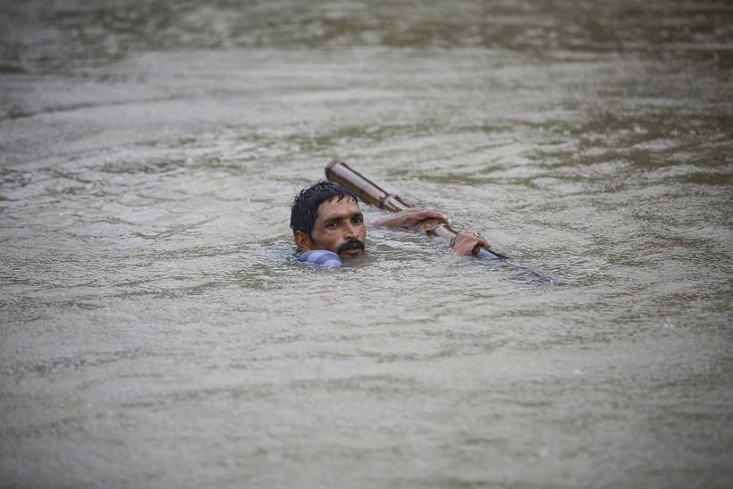 10 ужасающих фото смертоносного наводнения в Азии, о котором никто не рассказывает