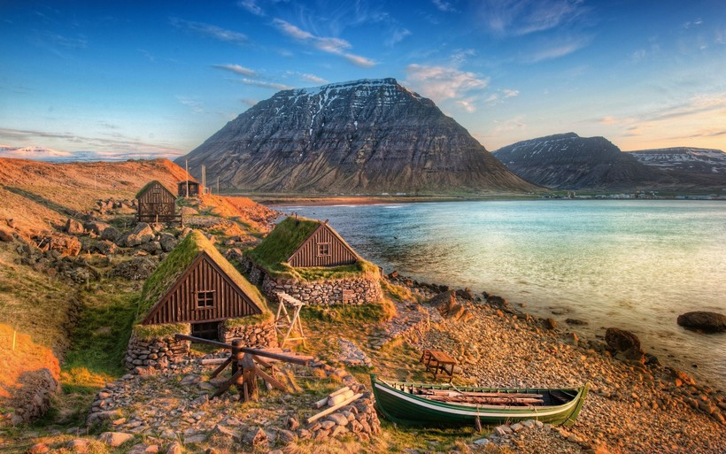 На фото: побережье Исландии