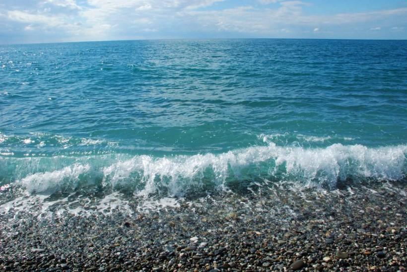 Море в Сочи весной так и манит искупаться