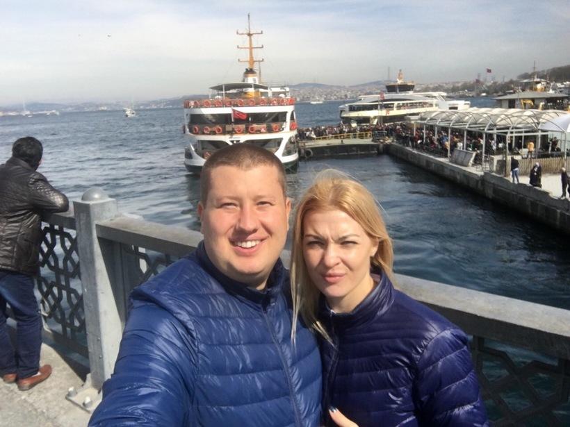 Я с супругом на фоне Босфорского пролива