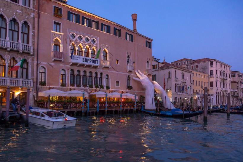 Венецианский канал в вечерних сумерках
