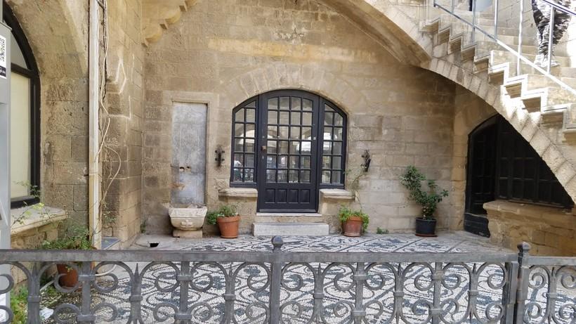 Дворик в Старом городе, Родос