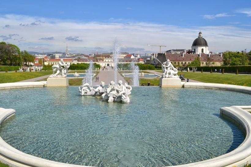 Вена: фонтан у Бельведера