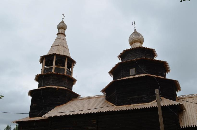 Красивая деревянная церковь