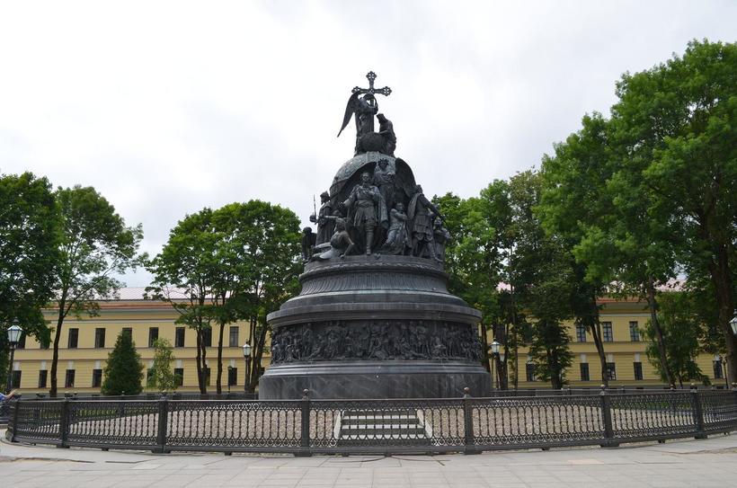Парадный вид памятника