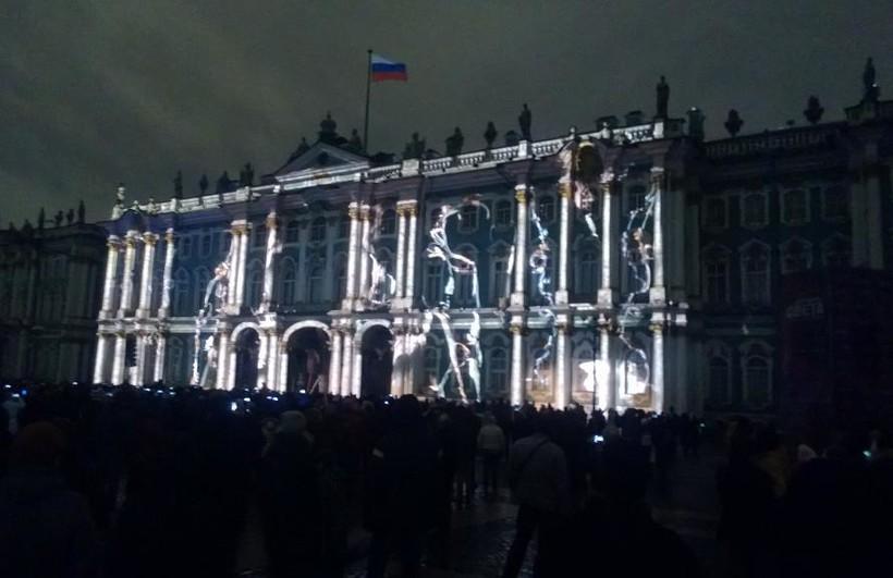 Светозвуковое шоу на Дворцовой. Фасад Зимнего дворца используется в качестве экрана