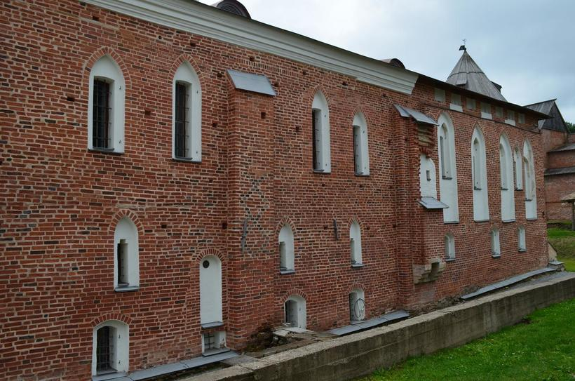 Палата выдержана в готическом стиле