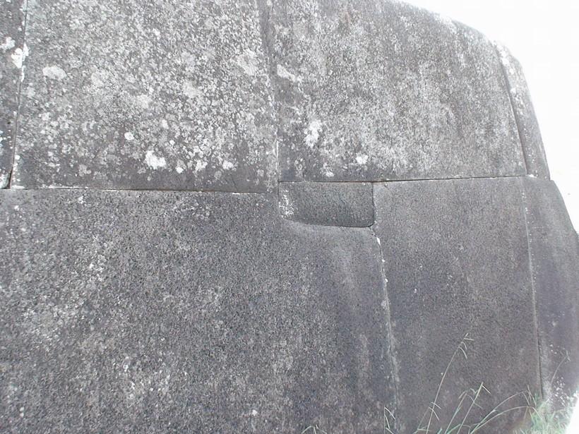 Пример полигональной кладки, остров Пасхи
