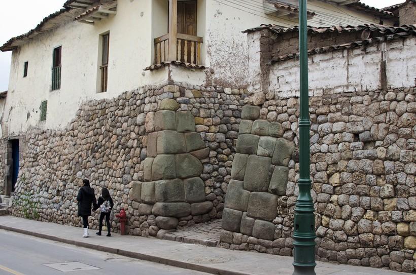 Такие здания можно увидеть в городе Куско