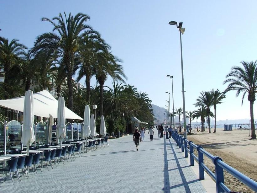Испания, Аликанте: набережная ранним утром