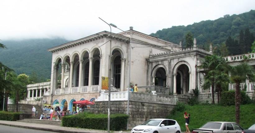 ЖД вокзал в Гагре
