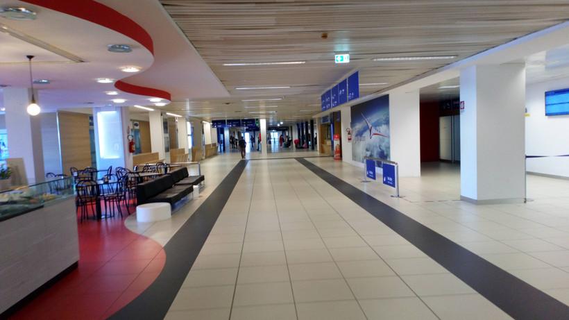 терминал аэропорта Римини в Италии