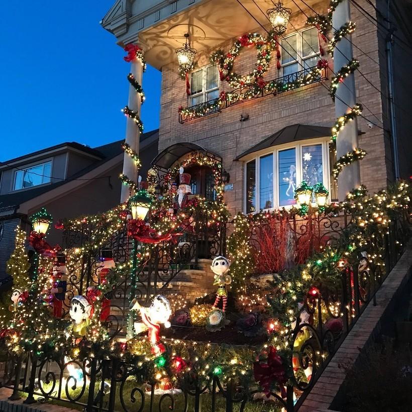 Так выглядит практически каждый дом в районе Dyker Heights