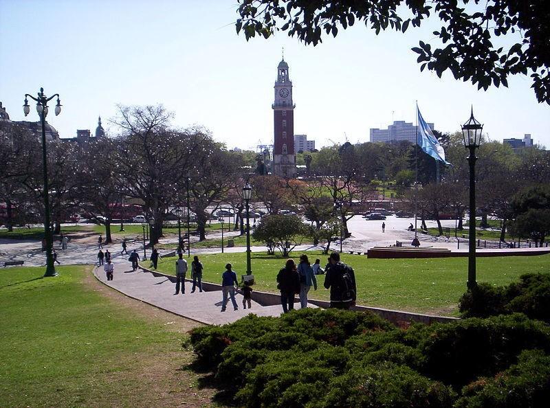 Площадь превращена в парк