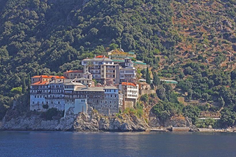 Монастырь Дионисиата и его пристань