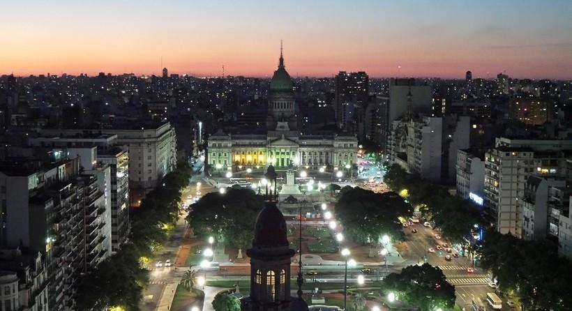 Закат в Буэнос-Айресе с обзорной площадки на крыше Паласио Бароло