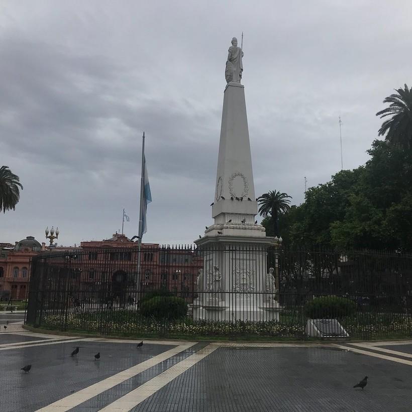 Дождливый майский день на площади Мая, Буэнос-Айрес