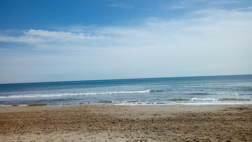 На пляже Мальваросса в Валенсии