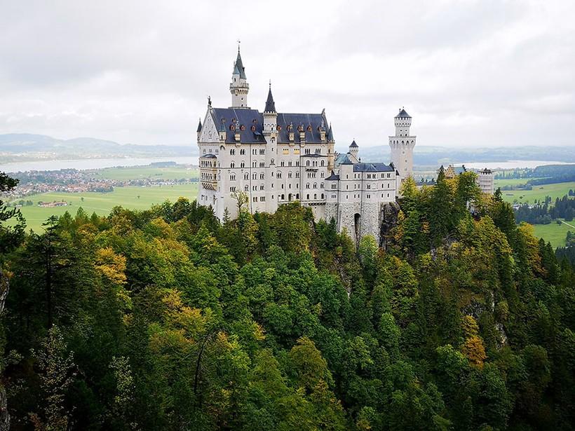 Нойшванштайн — самый красивый замок Баварии с грустной историей