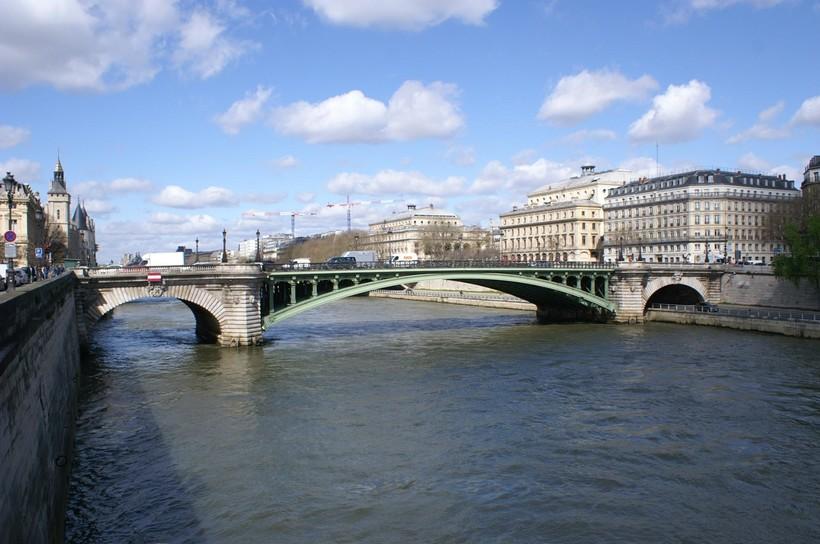 Парижский мост Нотр-Дам, июнь 2018
