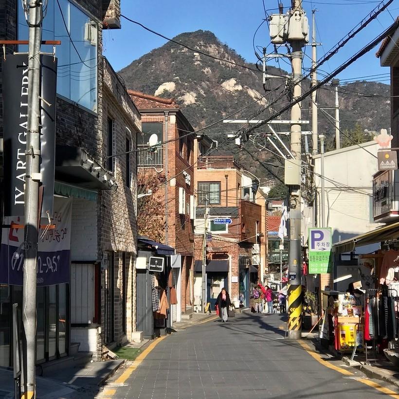 Мартовская прогулка по району Samcheongdong-gil, Сеул