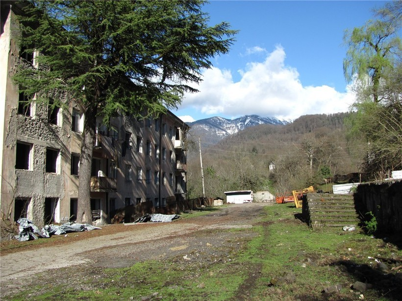 Разрушенный дом в Абхазии
