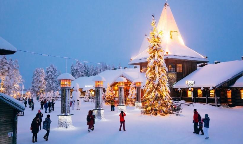 central-plaza-santa-claus-village-rovaniemi-lapland-finland-1-1170x692.jpg?1550159650