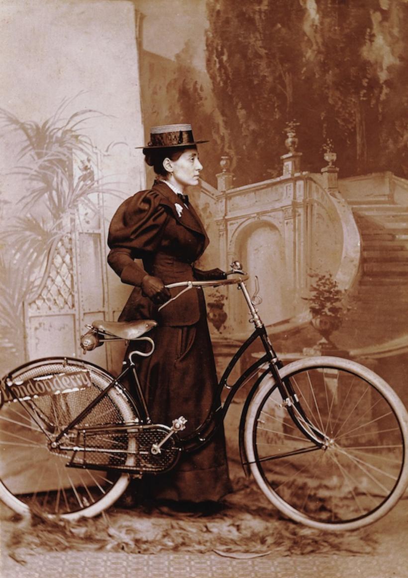 Энни Лондондерри на велосипеде (примерно 1885 год)