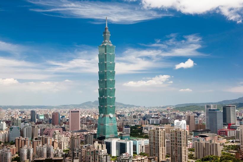 Небоскреб Тайбэй 101 выделяется на фоне других высотных зданий столицы