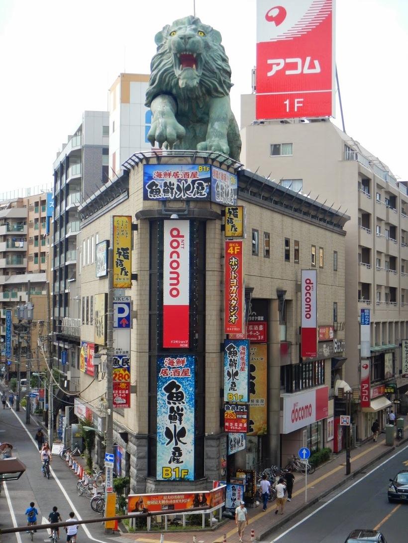 Одно из зданий в Токио