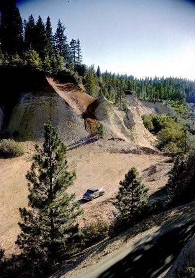 В результате деятельности по золотодобыче во второй половине 19 века неподалеку от штата Невада образовались вот такие каньоны.