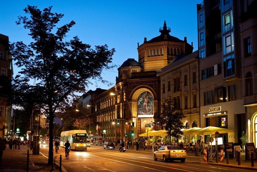 Прогуливаюсь по ночному городу!