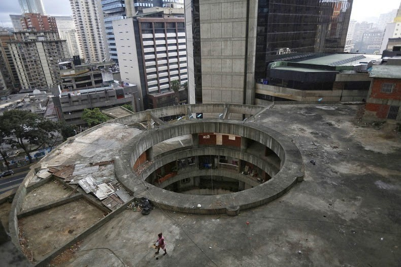 Башня Давида: как выглядит самая высокая трущоба планеты