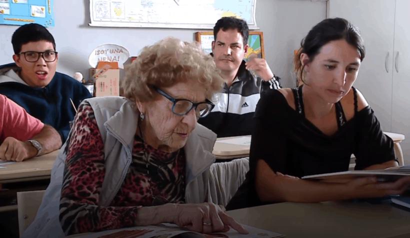 Бабуля из Аргентины пошла в школу в 99 лет, и каждому есть чему у нее поучиться