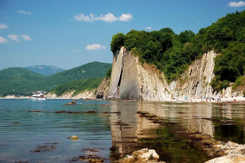Скалистый берег Туапсе