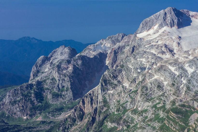 Склоны могучей горы