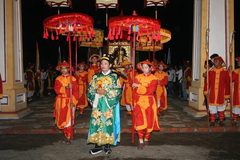 Торжественное шествие на фестивале Хюэ