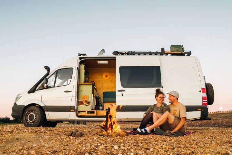 Вместо работы медсестрой — Youtube-канал: пара бросила все ради путешествий в фургоне
