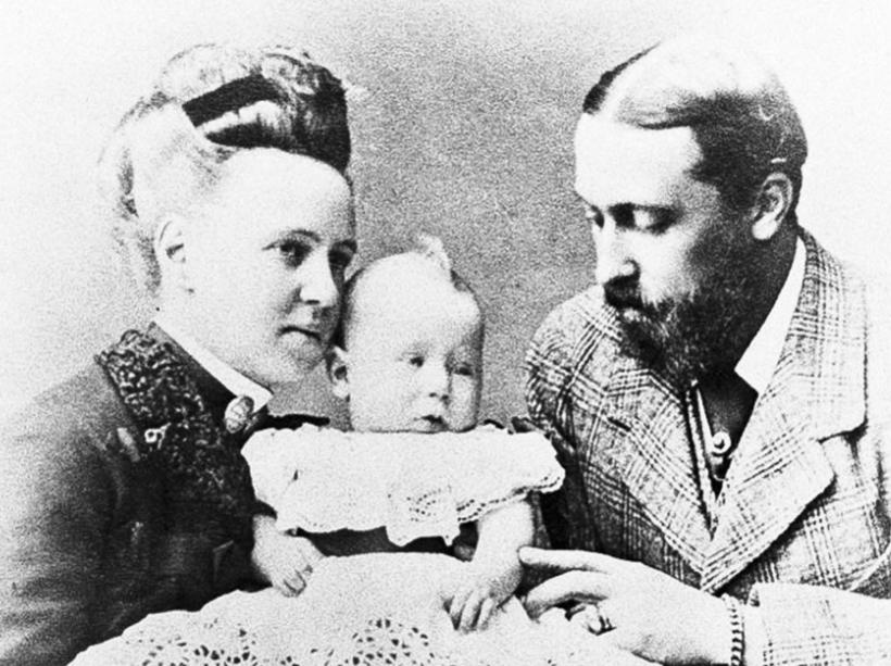 Великая княжна Мария Александровна с мужем Альфредом (сыном Виктории) и их ребенком