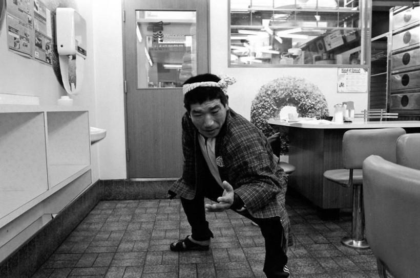 Приветствие якудза, Mr. Donuts, 1979