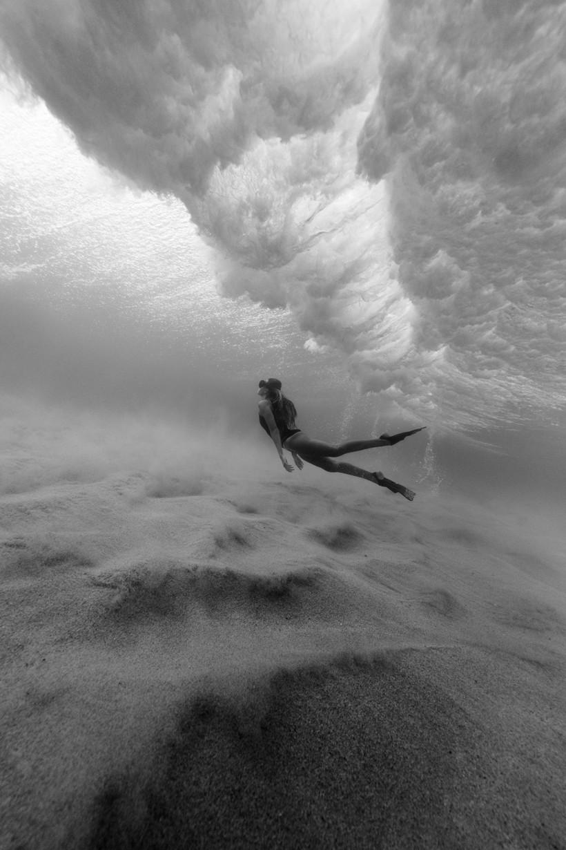Поклонение океану: фотограф создает ошеломительные снимки волн