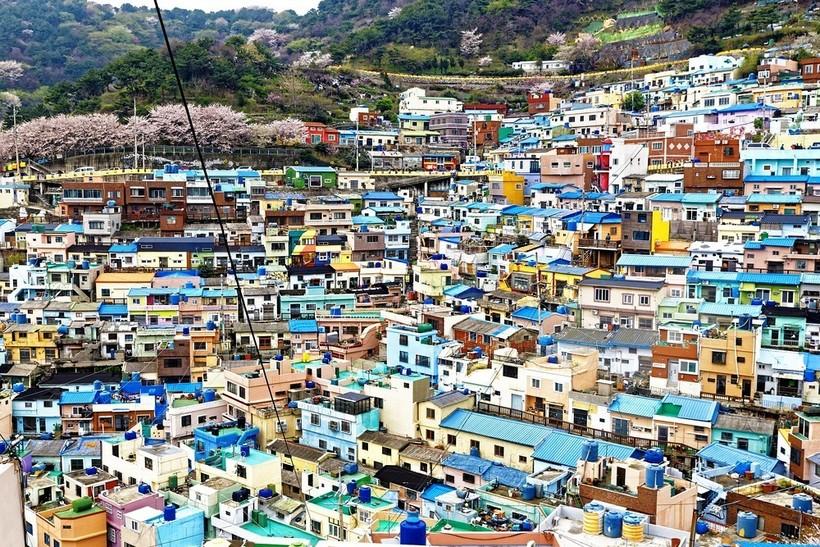 Лунные деревни Южной Кореи, раскрашенные во все цвета радуги