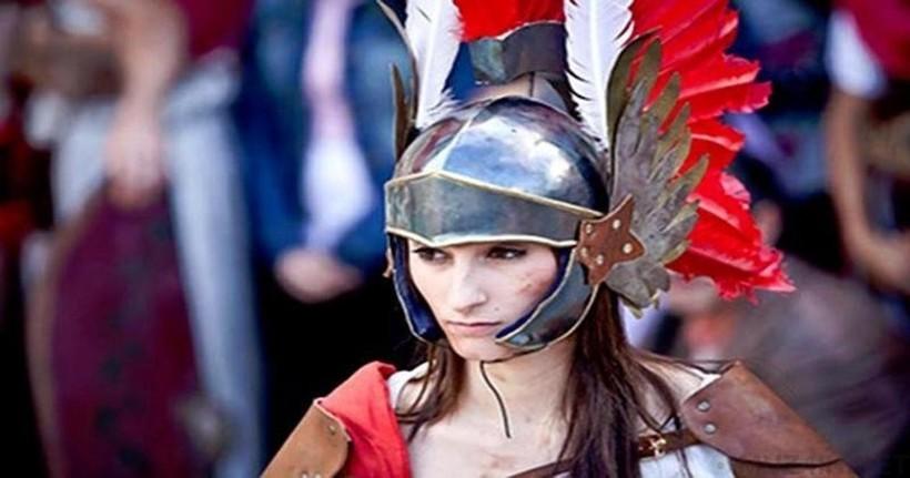 Теперь можно только фантазировать, как могли выглядеть женщины, выходящие на арену