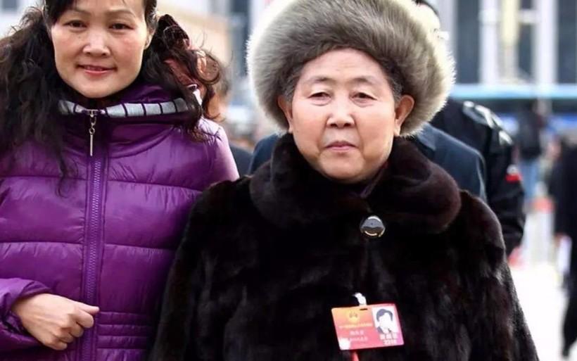 Смелость и ответственность Тао Хуаби не могут не восхищать, потому ее с удовольствием слушают молодые