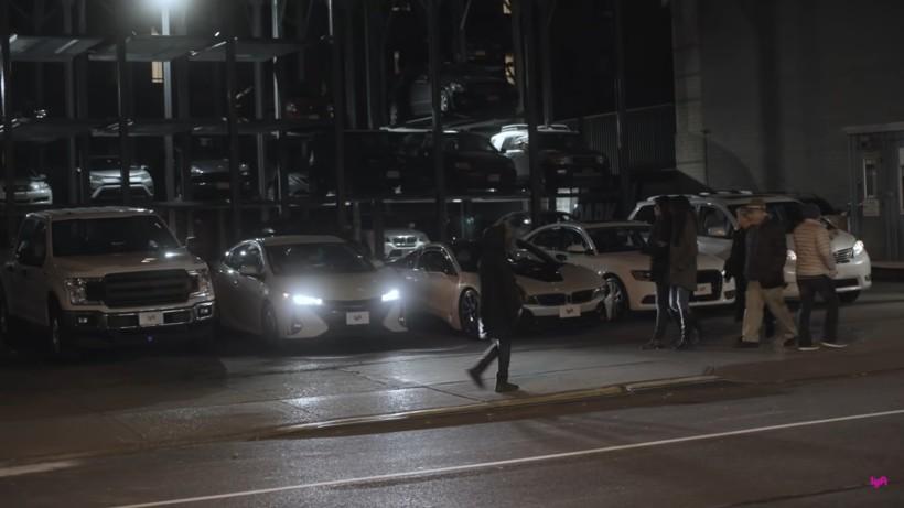 Видео: 5 машин в Нью-Йорке развлекли толпу прохожих исполнением Despacito