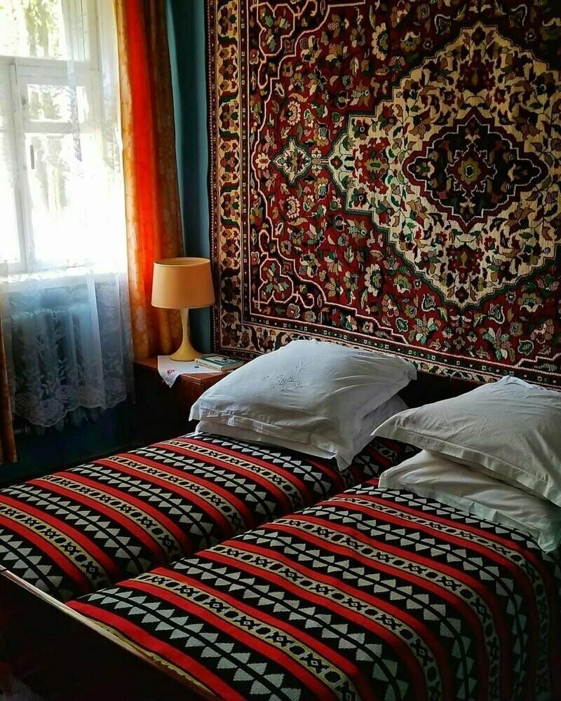 В СССР ковры предпочитали вешать над кроватью