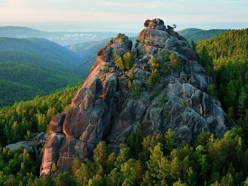 Сибирская природная достопримечательность постоянно привлекает к себе туристов со всего мира