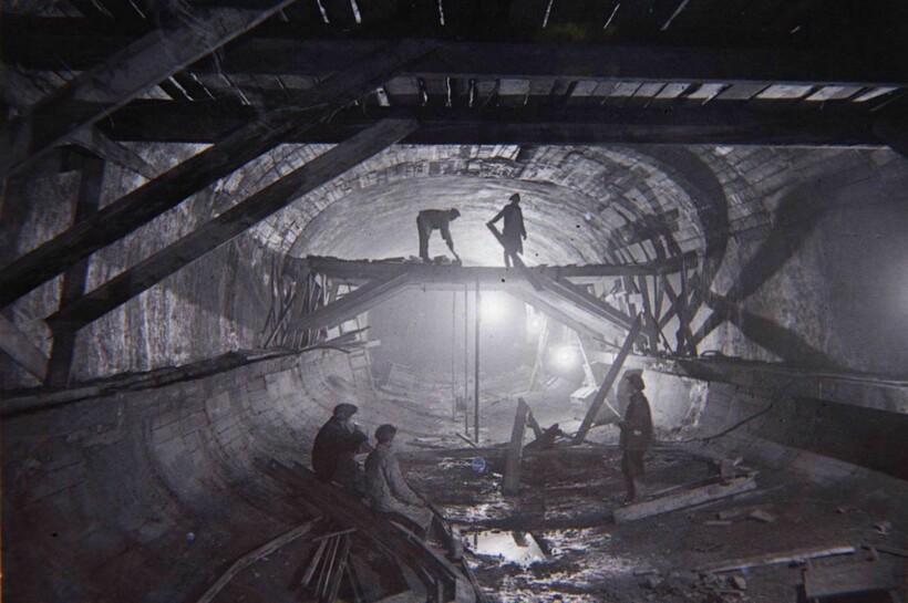 Строителям подземки удалось найти старинную икону, не повредив ее